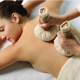 MASSATGE SABAI massatge relaxant amb pindes aromàtiques
